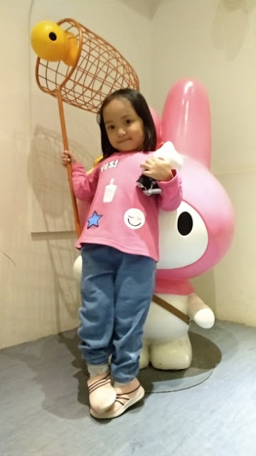Hello Kitty in Oz