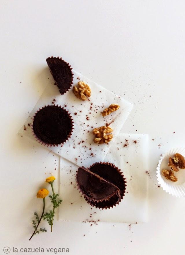 tartaletas/bombones crudiveganos de chocolate rellenos de nueces