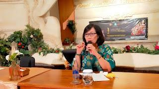 Santy Sastra Public Speaking Dalam Acara Gathering Pembekalan Puteri Cilik Remaja Bali 2021