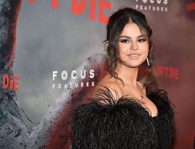 Selena Gomez photos, actress photos hollywood, pics of actress