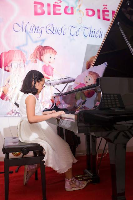 Tiết Mục biểu diễn piano của bé Nhật Uyên tại trường nhạc SMS
