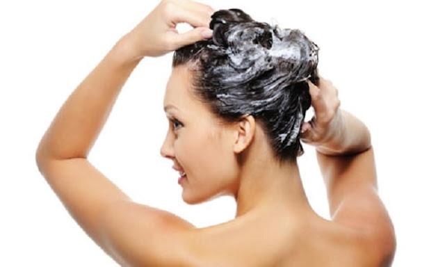 Mira por qué debes deshacerte de su acondicionador si se ha teñido el cabello