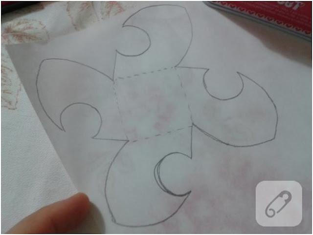 kağıtlardan çiçek yapımı