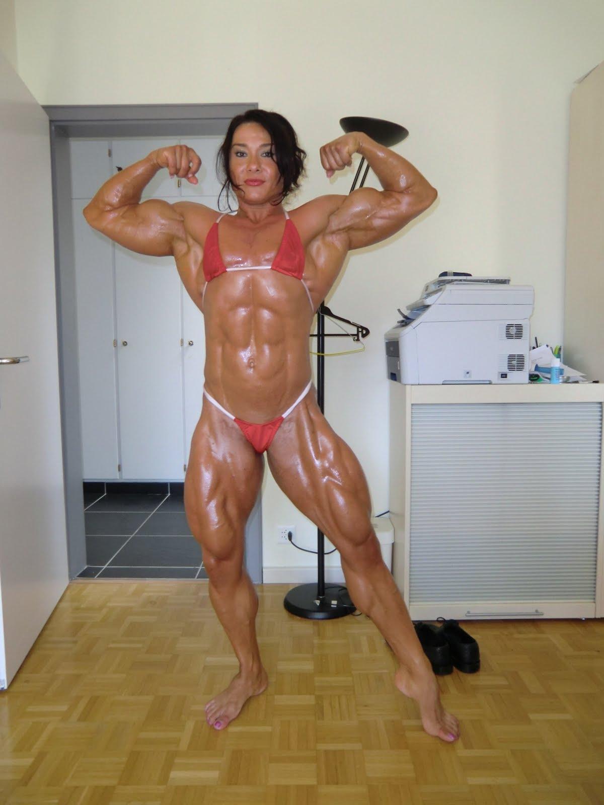Sexy Nude Female Bodybuilder