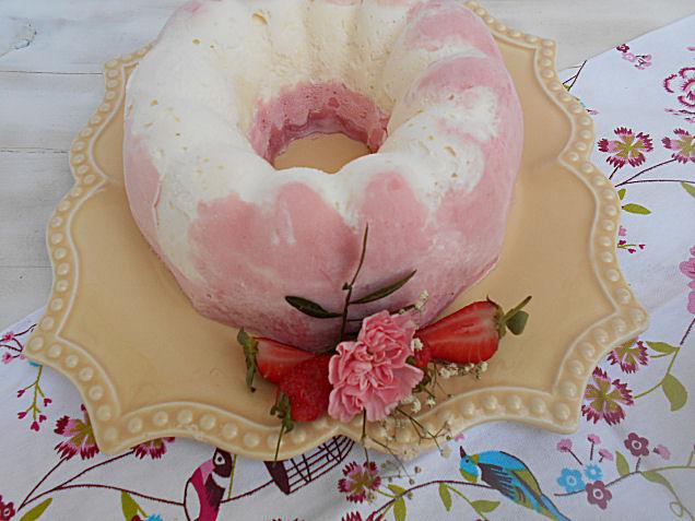bolo gelado de cheesecake e morango