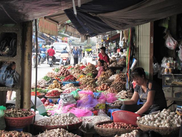 dong xuan market old quarter hanoi vietnam