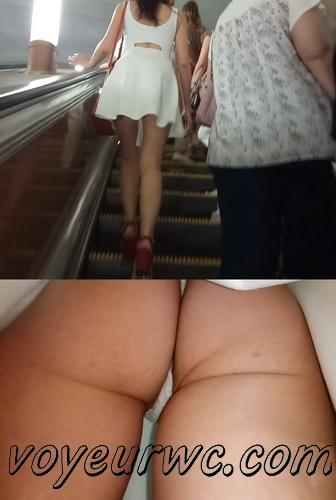 Upskirts 4187-4197 (Secretly taking an upskirt video of beautiful women on escalator)