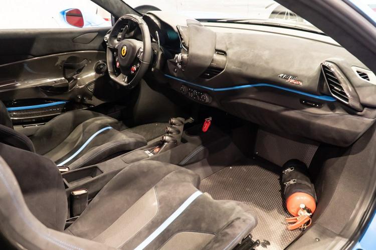 """""""Siêu ngựa"""" Ferrari 488 Pista sơn xanh Blu Soltani lạ mắt"""
