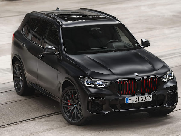 BMW X5 ganha versão Black Vermilion com detalhes vermelhos - EUA
