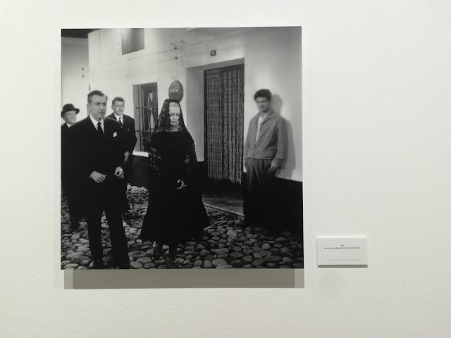 Brigitte Bardot vestida de mantilla junto a Fernando Rey