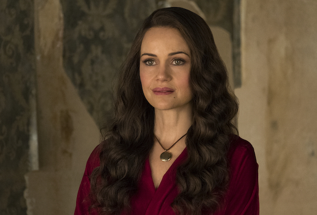 Carla Gugino Haunting of Hill House