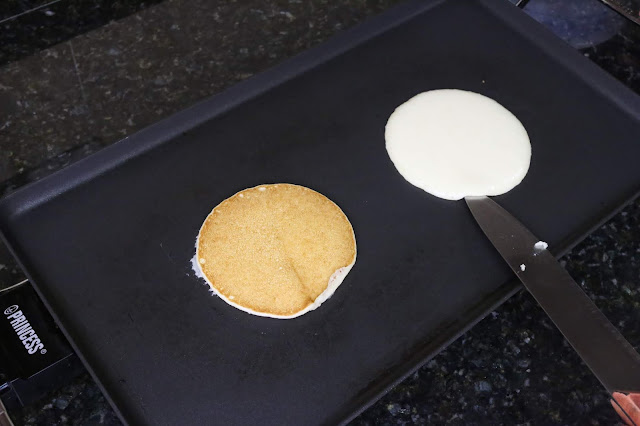 Pancakes haciendose en la plancha