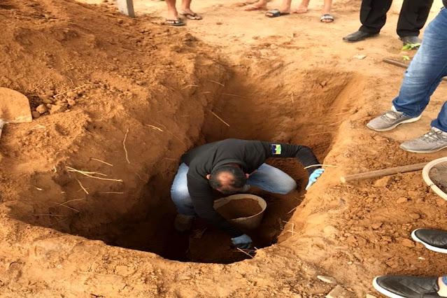 Homem morto há 18 anos tem corpo exumado pela polícia após suspeito confessar crime, em RO