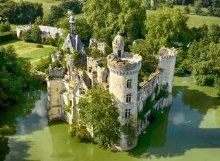 El Castillo abandonado de la Mothe-Chandeniers en Francia
