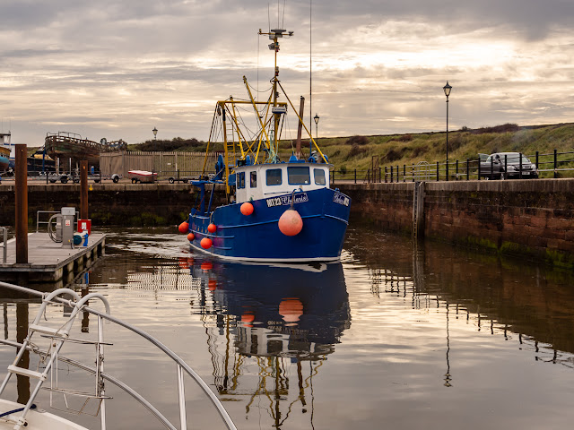 Photo of Chelaris about to pass Ravensdale in Maryport Marina