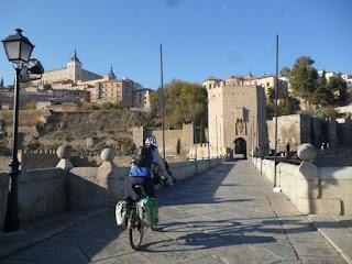Atravesando el Puente de Alcántara