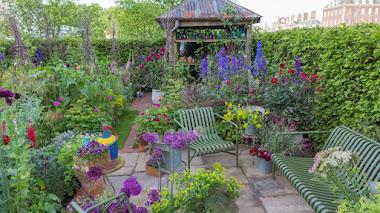 Flores favoritas de Sarah Raven que brillan en su jardín con el espíritu de Chelsea