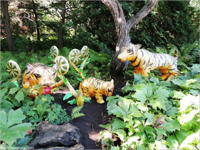 Linternas de Familias de Animales del Gardens of Lighten en el Jardín Chino, Montreal
