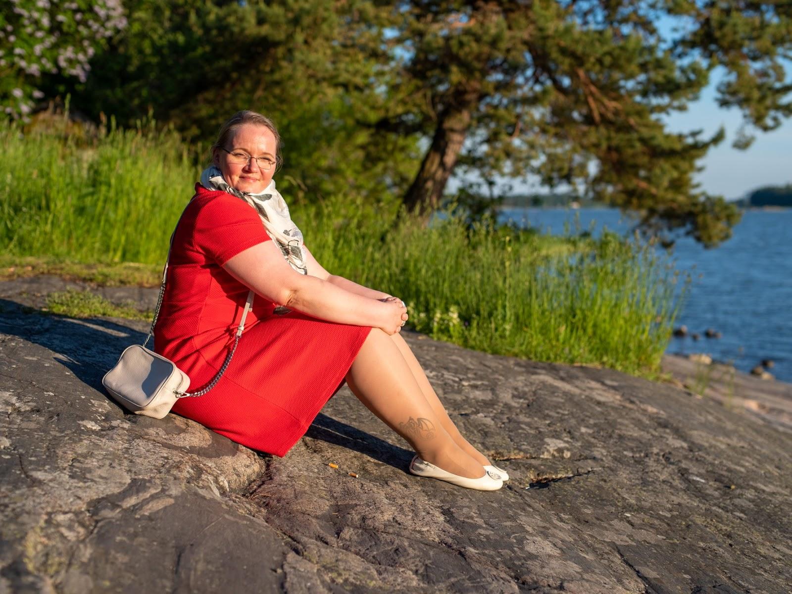 Kalliolla istumassa