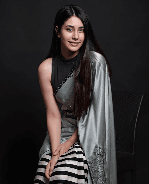 Warina Hussain - Biography, Age, Height, Weight, Family, Education, Boyfriend or Affairs, Social Media More