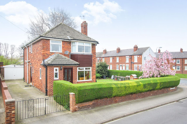 This Is Wakefield Property - 4 bed maisonette for sale Ledgard Drive, Durkar, Wakefield WF4