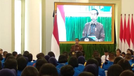 Jokowi Minta Pelajar SMA Taruna Nusantara Berani Luruskan Hoaks di Media Sosial