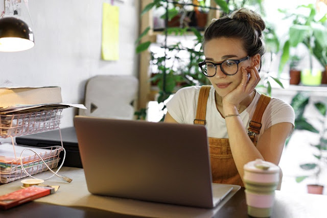 6 Ways to Stick to a Routine When Working from Home
