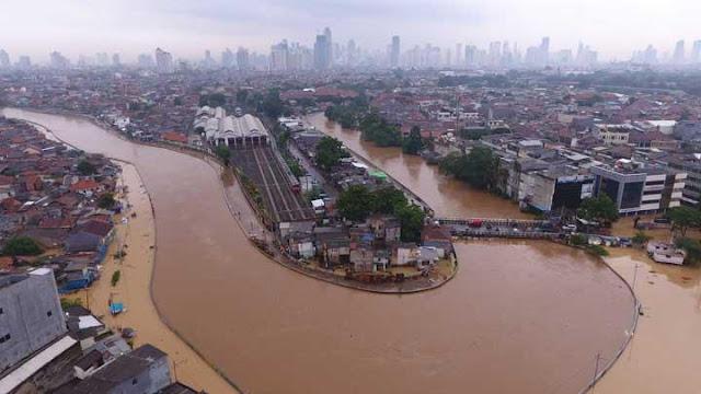 sungai ciliwung jakarta