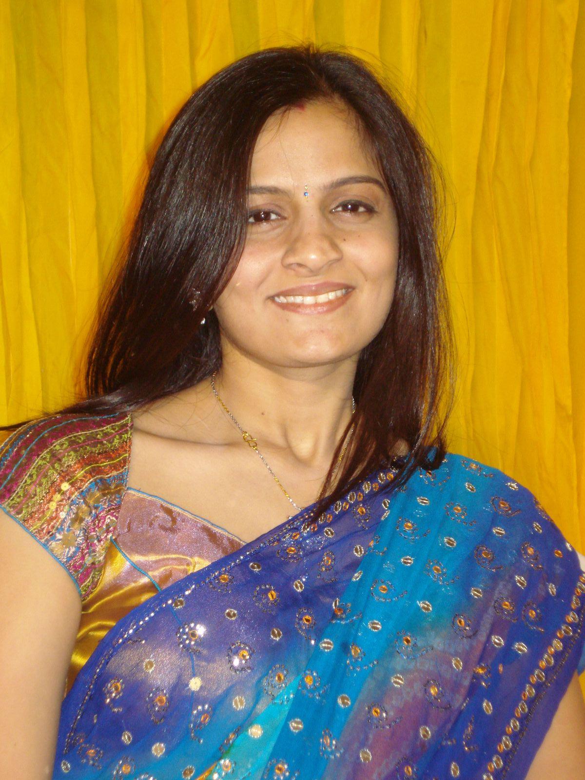 Get indian aunty numbers: Bangalore Women seeking men