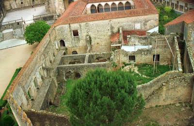 Resultado de imagem para imagens das ruinas dos paços do infante no convento de cristo em tomar