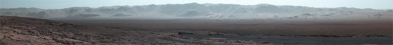 Photographie panoramique prise par Curiosity du cratère Gale sur Mars depuis Vera Rubin Ridge, le 25 octobre 2017