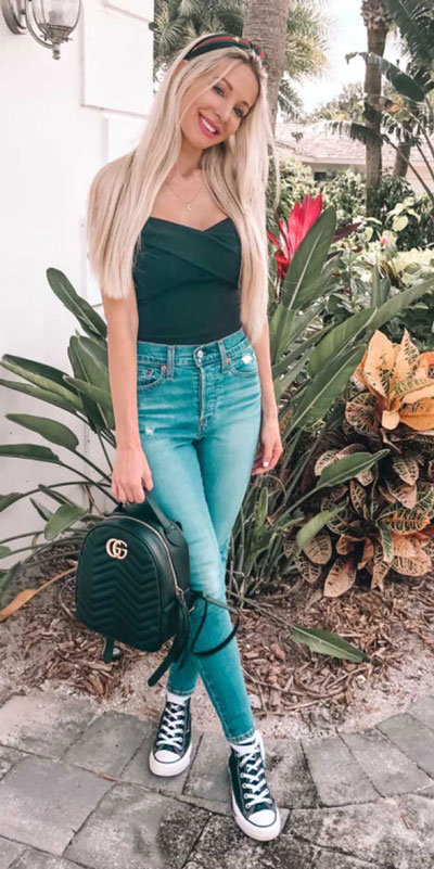 26 Charming Fall Outfits for College Girls. All Casual Fall Wear Every Girl Who Goes to College Will Love. High School Fashion +Teen Outfits via higiggle.com | cute jeans outfits | #falloutfits #college #teenoutfits #jeans
