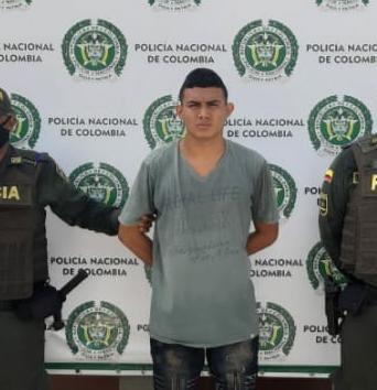 https://www.notasrosas.com/Un joven y un adolescente, hieren con un un cuchillo a un hombre en Maicao