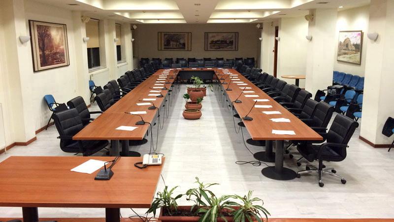 Η δημοτική αρχή Αλεξανδρούπολης έχει μετατρέψει σε ντεκόρ και μάλιστα αχρείαστο το Δημοτικό Συμβούλιο