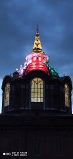 Cappella Reale illuminata con il tricolore