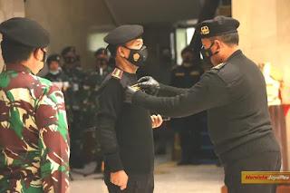 Penghargaan Wing Kehormatan Penerbangan Kelas I TNI AU Untuk Kapolri