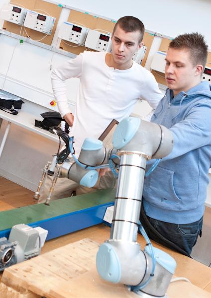 Master D e Universal Robots promovem formação em robótica colaborativa