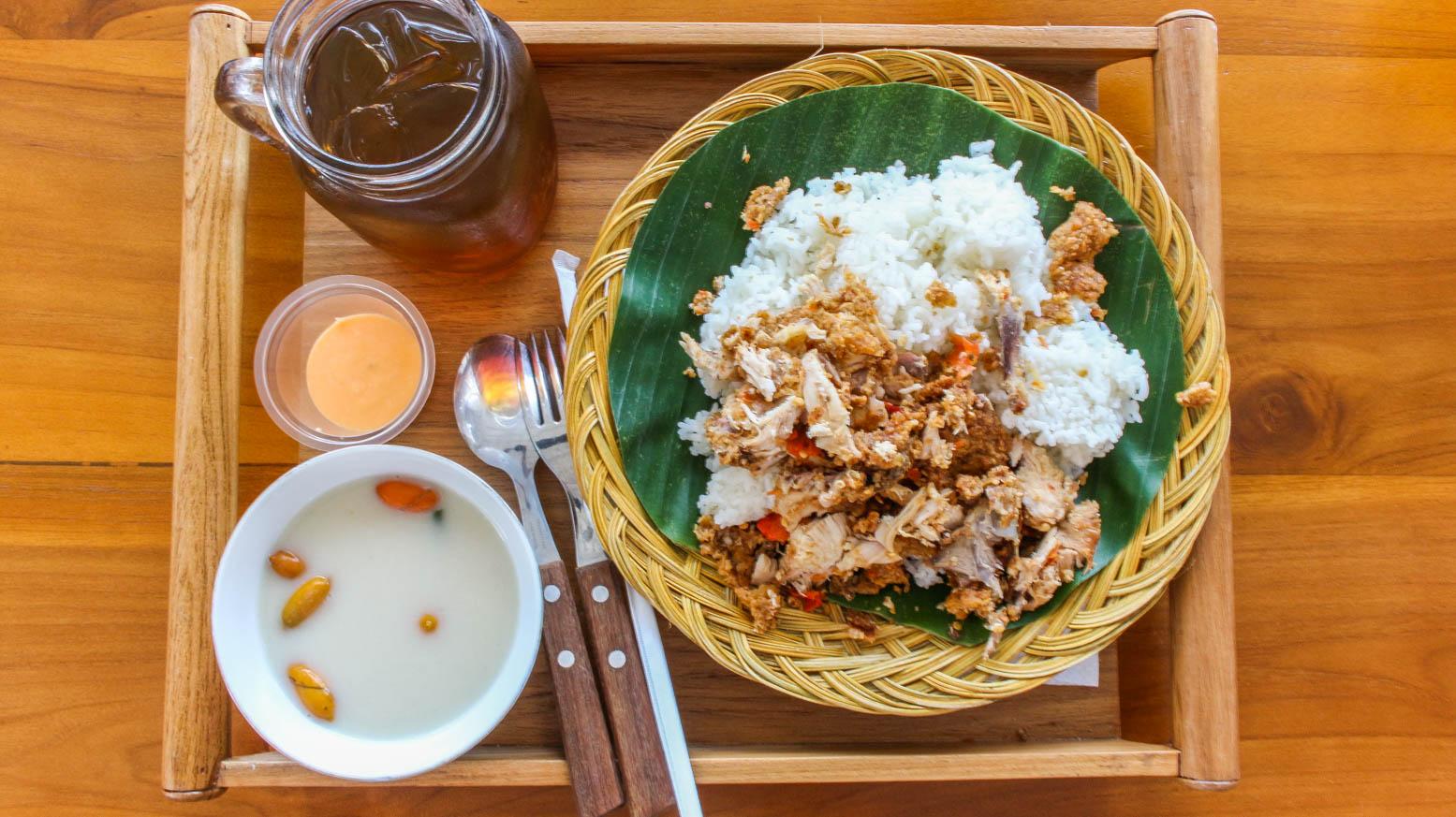 Ayam geprek raminten kitchen ayam geprek dada sayur lodeh saus keju plus es teh