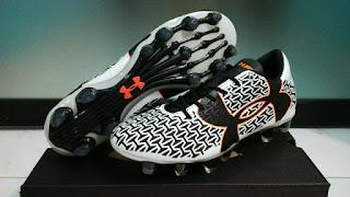 Sepatu Bola Under Armour Putih