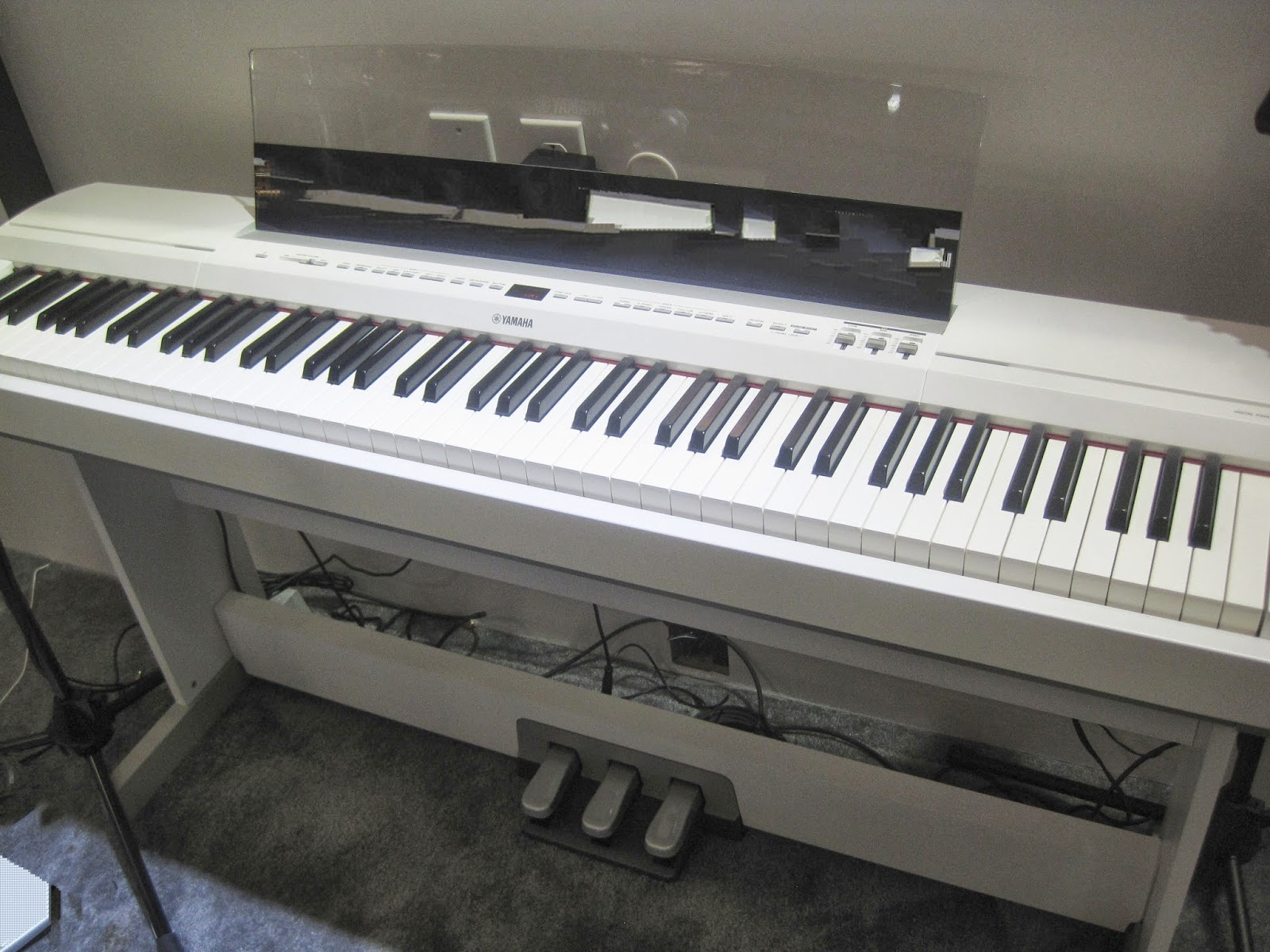 Az piano reviews review yamaha p255 digital piano for Yamaha piano com