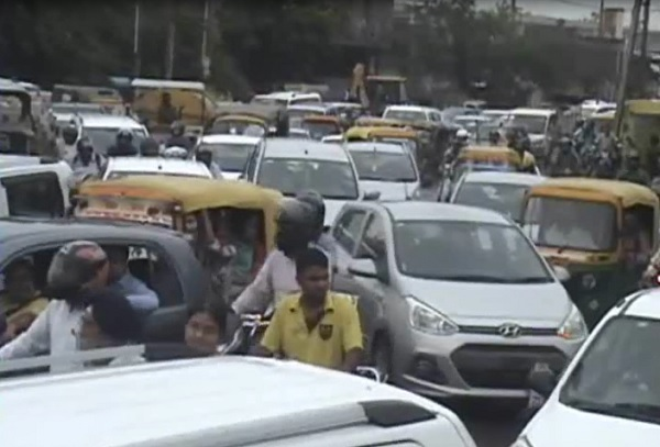 Rain-hit-traffic-in-Faridabad