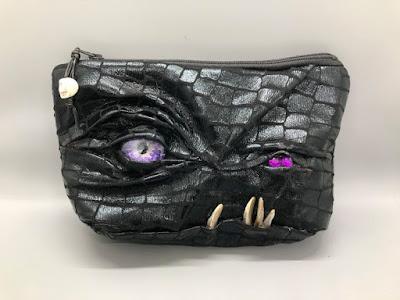 Tampil Unik Dengan Tas Monster