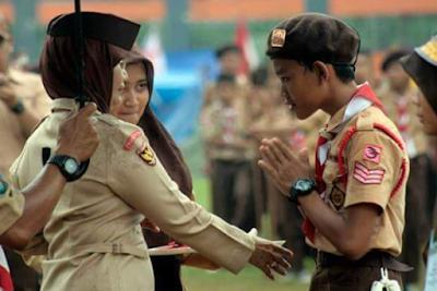 http://www.umatnabi.com/2017/07/larangan-menyentuh-wanita-bukan-muhrim.html