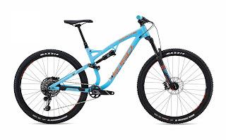 Szlakowiec Whyte S-150S z niebieską ramą możliwy do kupienia w sklepie rowerowym, wypożyczalni oraz serwisie JR Concept