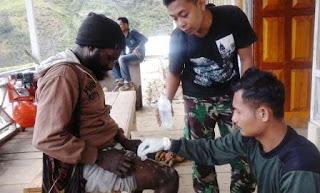 Tenaga Kesehatan Satgas Yonif Raider 509/Kostrad Siaga 24 Jam