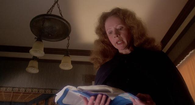 Margaret White  di film Carrie (1976) digambarkan seorang religius yang sangat takut anaknya berbuat dosa