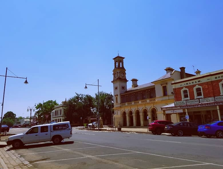 a picture of the main street of Beechworth