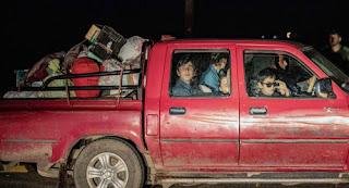 عائلات آشورية تنزح من تل تمر تزامنًا مع وصول الفصائل الموالية لتركيا إلى حدودها