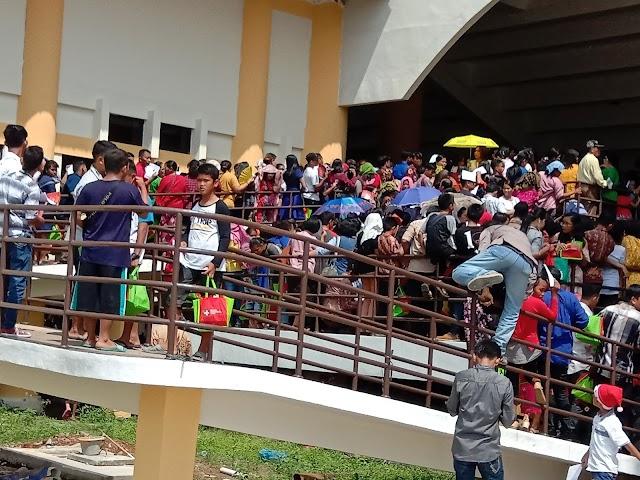 Pengunjung Natal Nasional Kecewa Akibat Perintah Sterilisasi Dalam Gedung