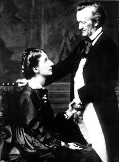Wagner y su mujer Cossima, cogidos de la mano.